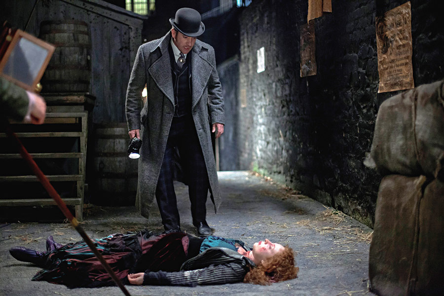 Inspector Edmund Reid discovers the body of Maud Thwaites (Sarah Gallagher)