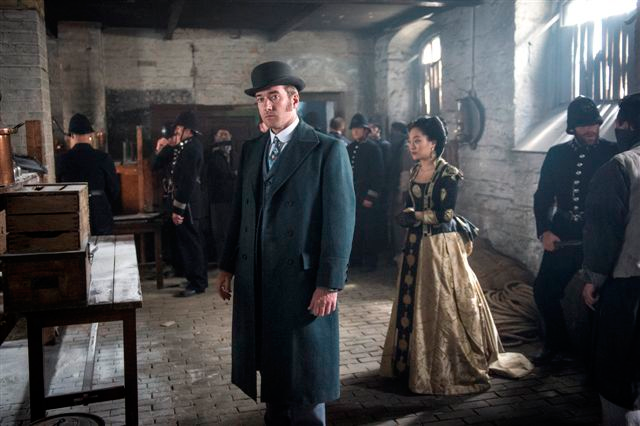 Matthew Macfadyen and Kunjue Li in a acene from tonight's episode.
